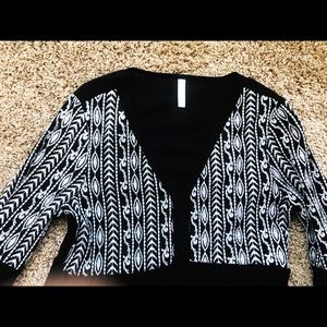Long sleeved black & white with beautiful pattern